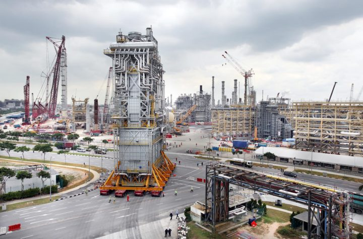 //www.aiex.eu/wp-content/uploads/2018/06/Furnace-arrival-Singapore-refinery-1.jpg